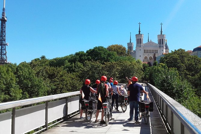 Lyon Electric Bike Tour including Food Tasting with a Local Guide