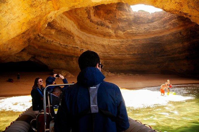 Golfinhos e cavernas saindo de Albufeira