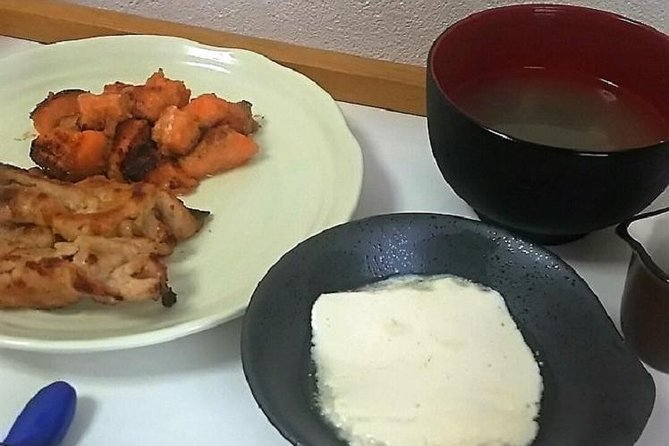Traditional Japanese Home Cooking Lesson in Osaka