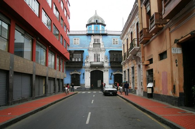 Historical Buildings of Lima with Pisco Sour