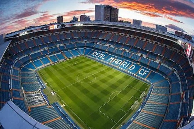 3 Hours Bike tour from the City center to Santiago Bernabeu and it's Museum