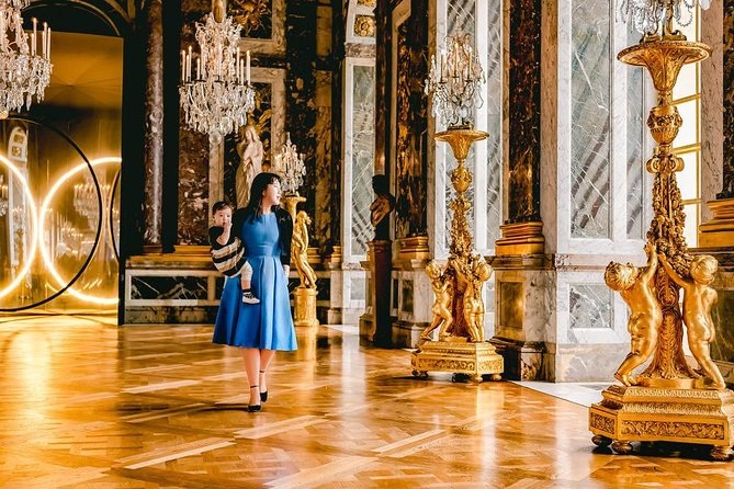 Versailles & Marie Antoinette's Estate Full-Day Private Family Tour