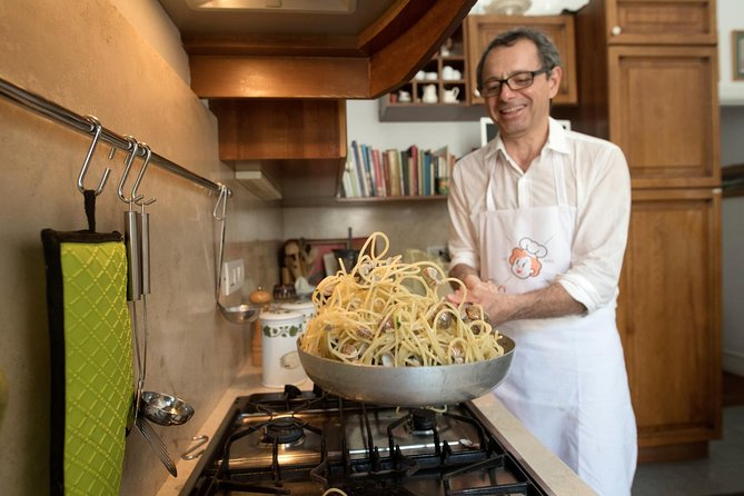 Private cooking class at a Cesarina's home with tasting in Capri