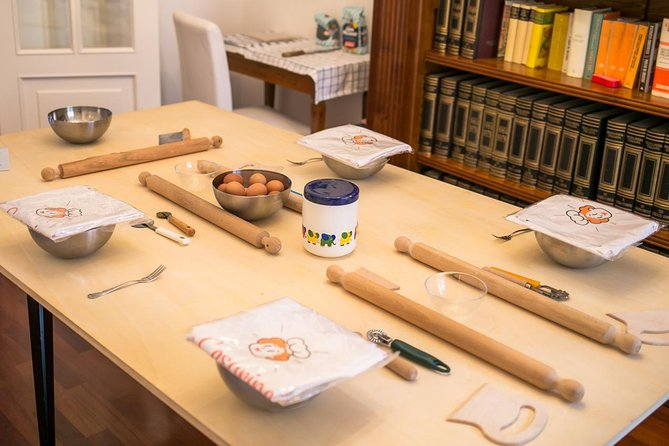 Private pasta-making class at a local's home with tasting in Siena