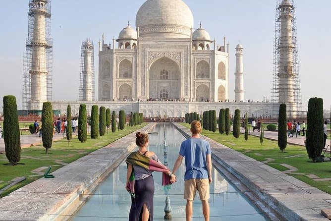 Approved tour guide available in Agra