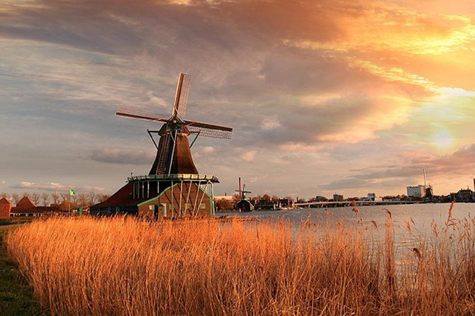 Holland towns and mills tour by bus from Amsterdam
