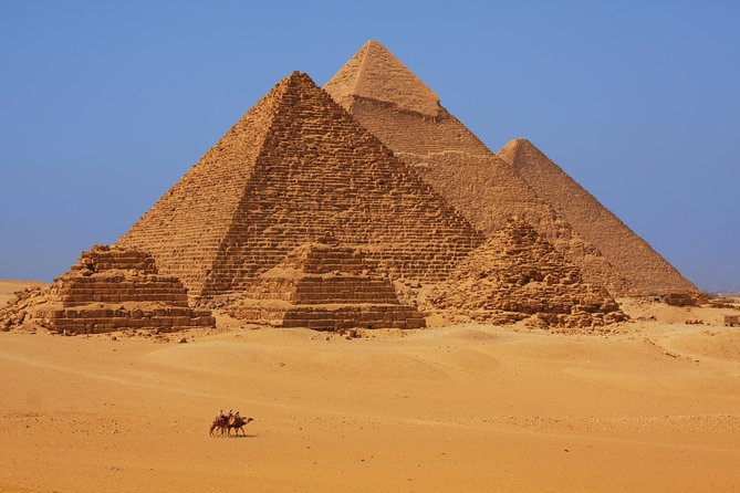 Private Tour: Cairo Day Trip from Hurghada, Including Round-Trip Flights, Giza Pyramids, Sphinx, and Egyptian Museum