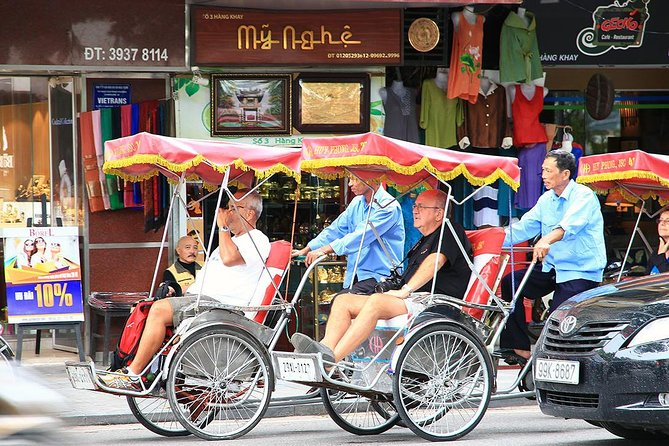 Hanoi: Morning Street Food tour with Cyclo Tour