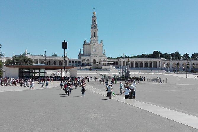 Explore Fátima and Nazaré as a Pilgrim and the Medieval Obidos!