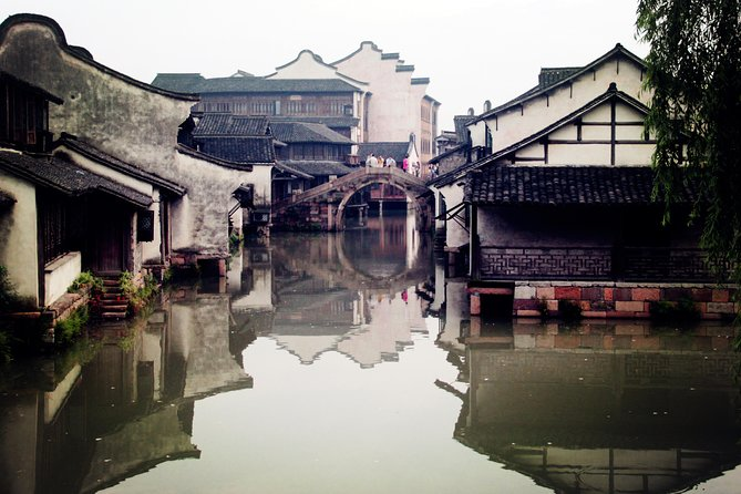 Private Wuzhen Water Town Tour from Hangzhou with Foot Massage