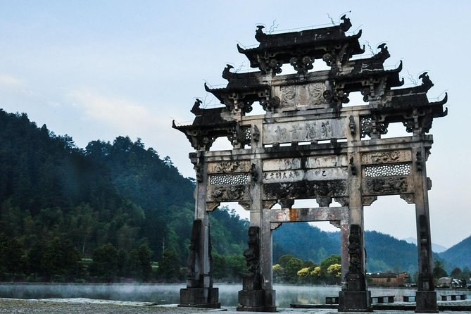 One Day Private Hongcun and Xidi Village Sightseeing Tour