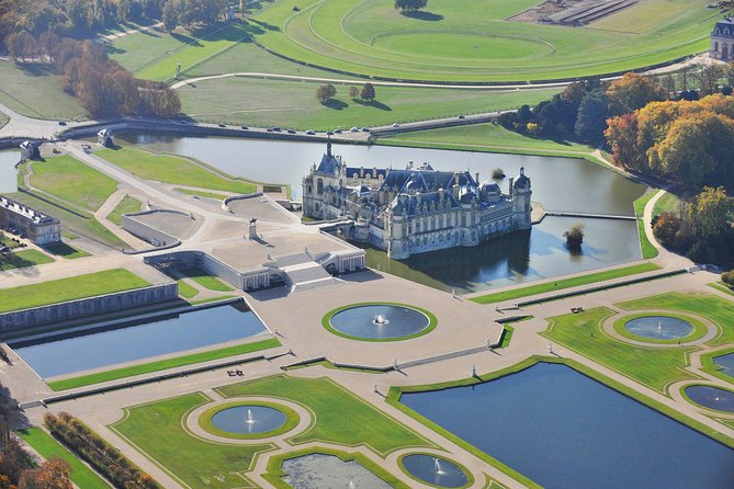 Guided tour of Chantilly from Paris with private car