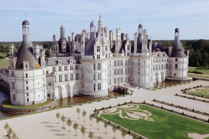 Day Trip to Chambord palace with Guide and Hotel Pick Up