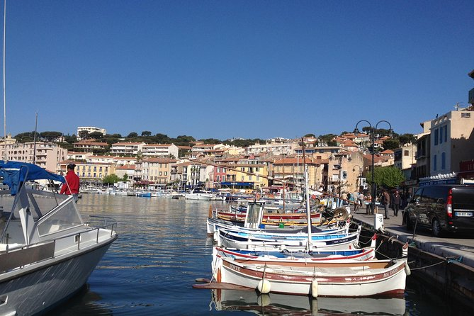 Provence Villages Private Day Tour including Cassis Shore Excursion from Toulon