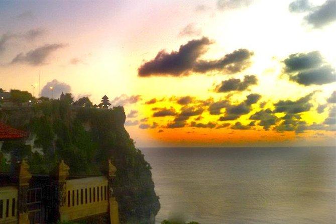 Uluwatu Temple & Highlight Beach on the south of Bali