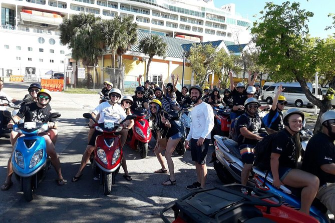 Scooter Island Tour mit (Beach Break, Lunch & Free Tropical Drinks nach der Tour)