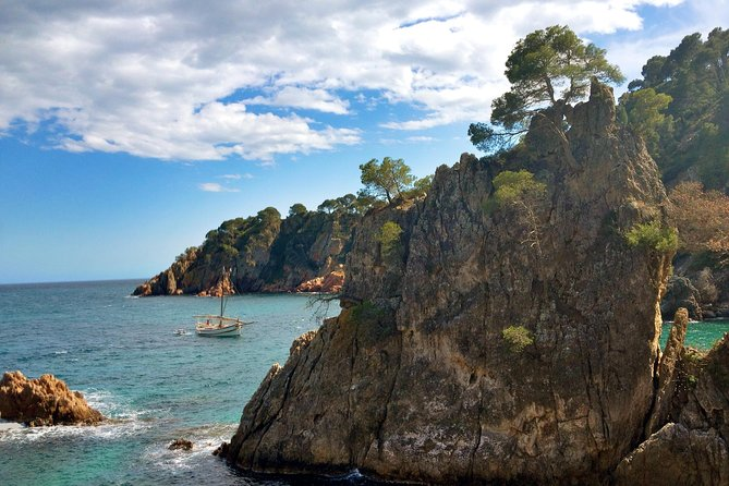 Discover Costa Brava's coast with this kayak experience