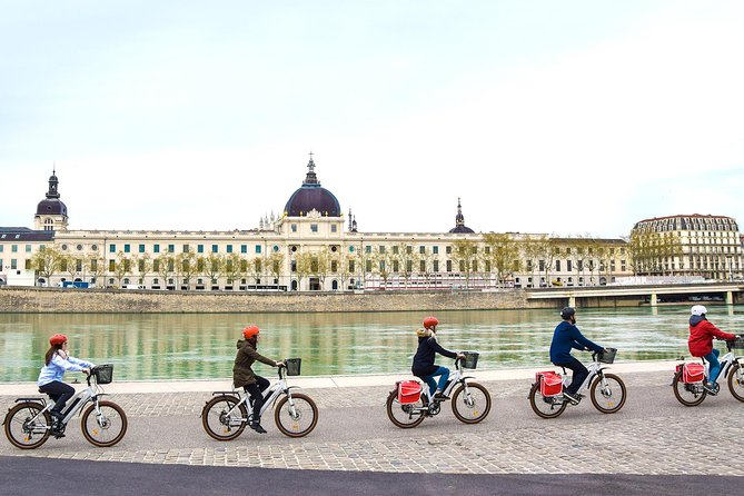Discovery Tour on an electrical bike 1h Lyon Essential