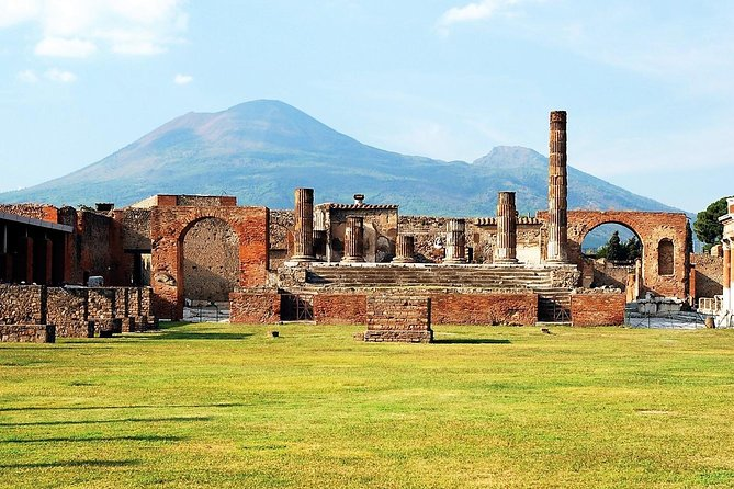 Private transfer from Naples to Sorrento with tour of Pompeii Ruins