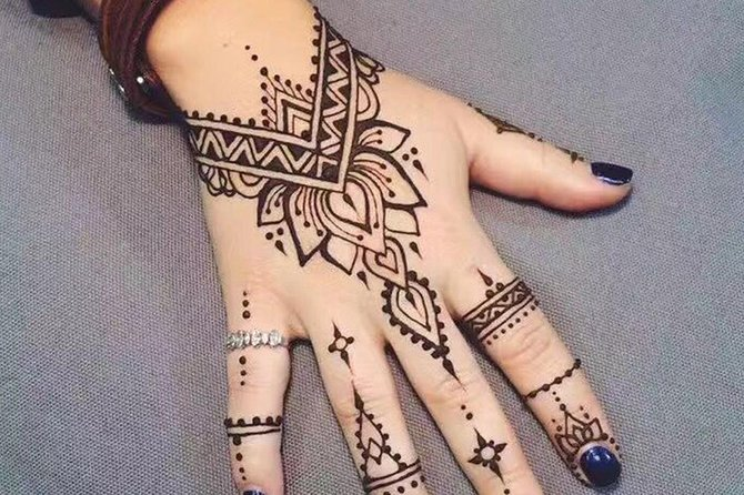 Berber Henna Tatto With Transfers in Agadir