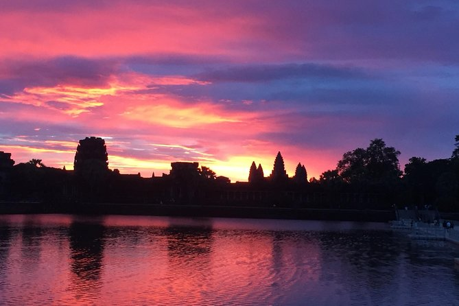 Siem Reap Tour Guide ( VIP Private Sunrise Tour, Angkor Wat, Bayon & Ta Prohm )