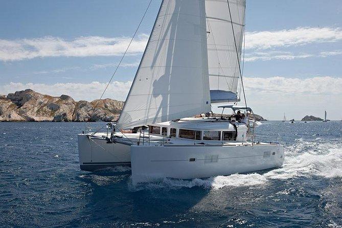 Excursão particular pela manhã: Lagoa 400 navegando em Santorini, almoço, bebidas, transferência