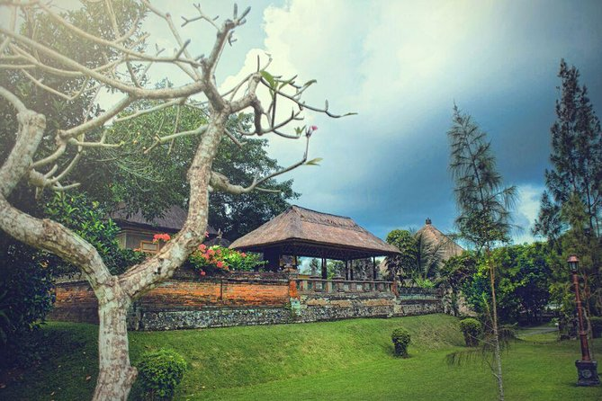 Best Bali Full Day Tour exploring Ubud Tanah Lot and Uluwatu Spectakuler sunset
