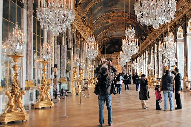 Small-Group Half Day Audioguide to Versailles with hotel Pick-up