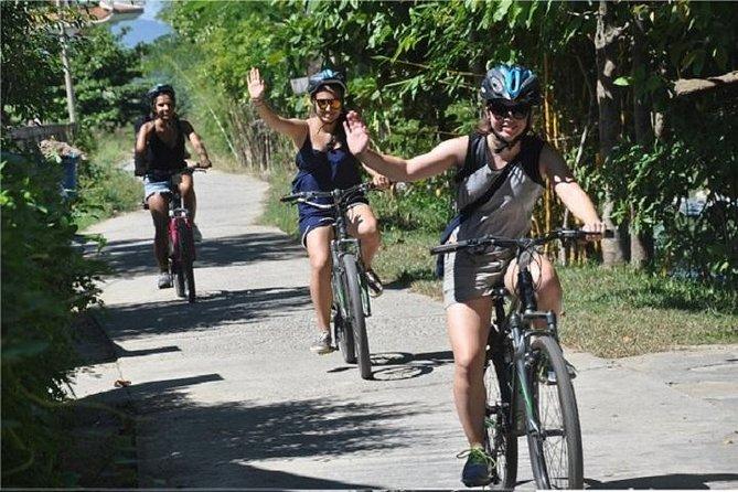 Tour de ciclismo de Hue de medio día: viaje corto perfecto a la campiña de Hue