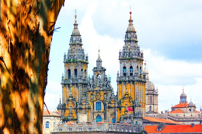 GROUP walking tour in the Old Town of Santiago de Compostela
