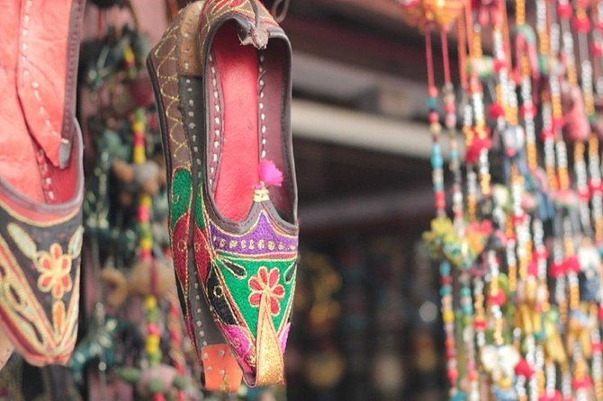 Tour of Artistic Work in Jaipur with a local - Also Meet the Artisians