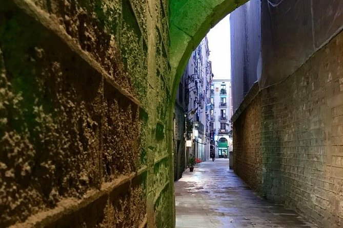 Explore hidden streets with a friend