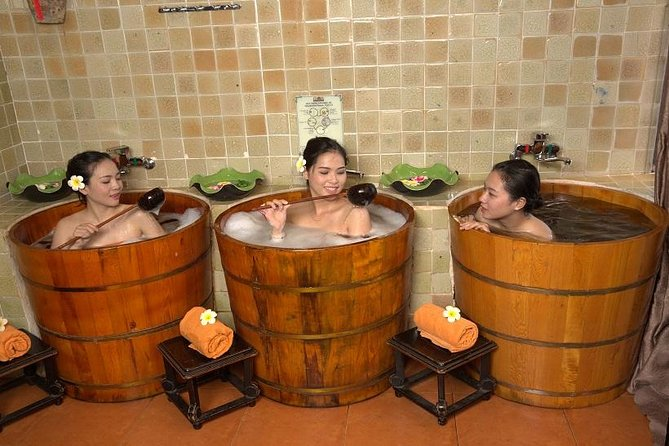 60 Minutes Vietnamese Massage and 30 Minutes Herbal Bath Of Dao Do Peoples
