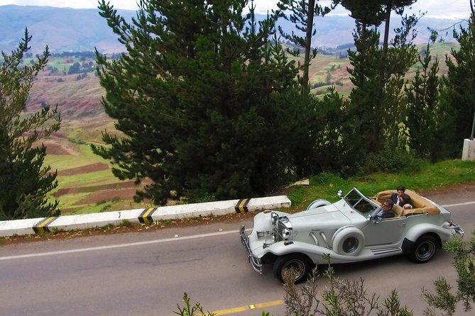 Cusco Romantic Escape: 2 hours Vintage Excalibur Car Tour in Cusco