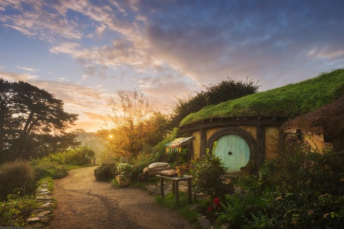 Hobbiton Village & Bluesprings & Glowworm Cave day tour