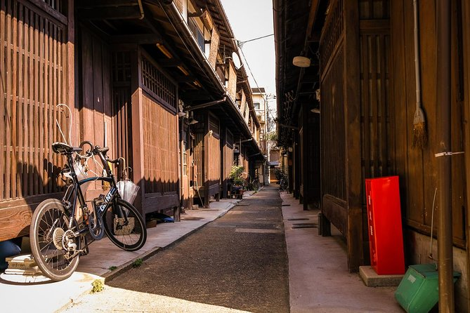 Kyoto secret streets group walking tour