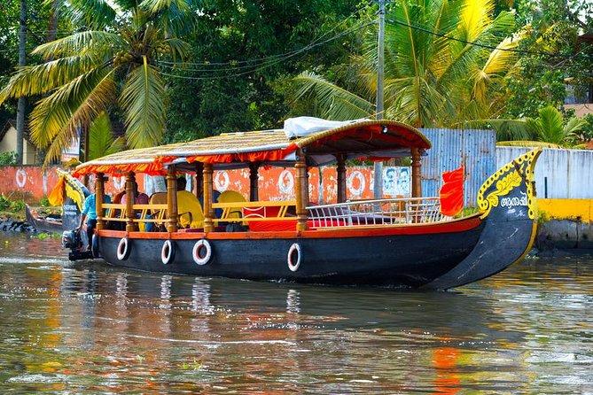 Kochi Private Tour: Kerala Backwater Shikara (Shaded Canoe Boat) Day Cruise