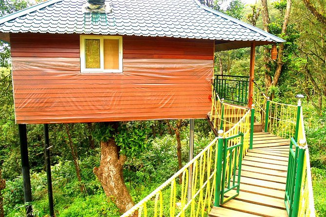 Private 4-Day Tour of Munnar and Aleppey with Houseboat Cruise