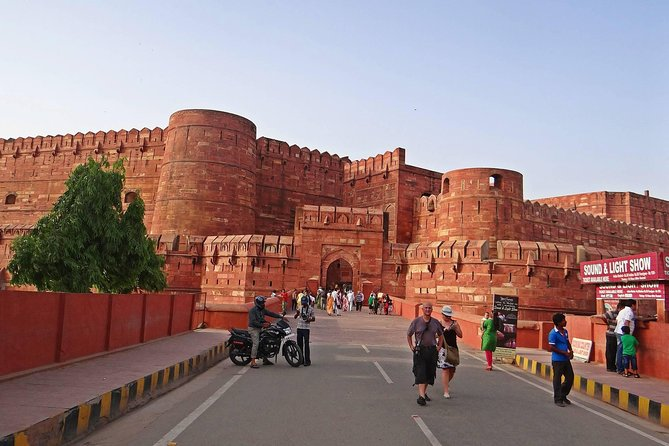 Private Sunrise Taj Mahal & Agra Fort from Delhi by Car