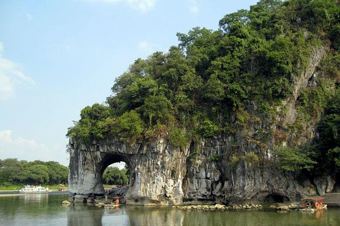 Private Guilin Day Tour: Reed Flute Cave - Ronghu - Shanhu - Elephant Trunk Hill