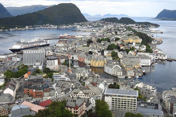 Ålesund Highlights Morning Tour with Sunnmøre Museum Admission