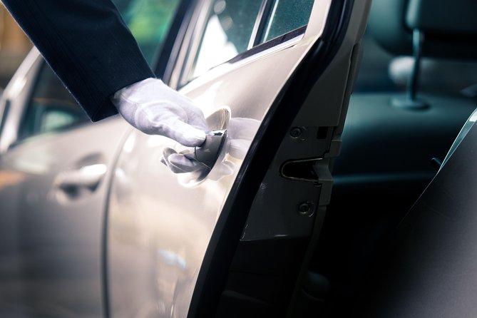 Private Arrival Transfer from Kolkata Airport to Hotel