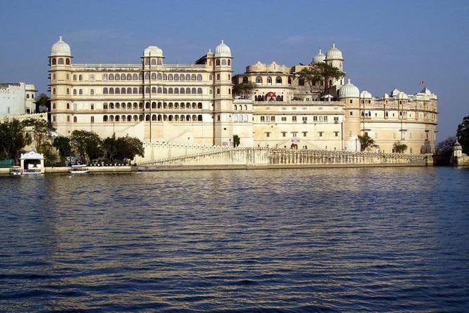 Udaipur Private City Tour with Ahar cenotaph