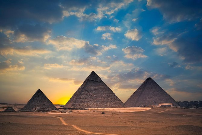 The last of the Ancient Seven Wonders of the World A Papyrus Institute and The Great Pyramids of Giza and Sphinx