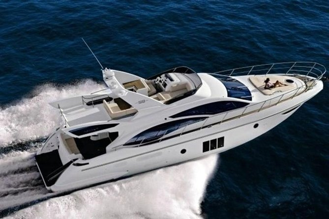 Rent Azimut for an adventure day at the islands