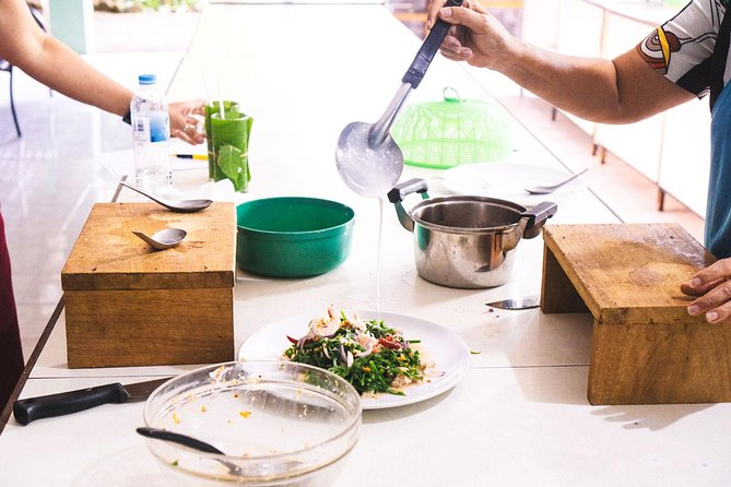 Market Tour and Southern Thai Cuisine Cooking Class with a Local Culinary Expert