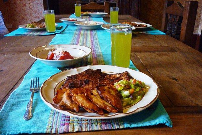 Visita privada al mercado y clase de cocina yucateca en casa de unos lugareños