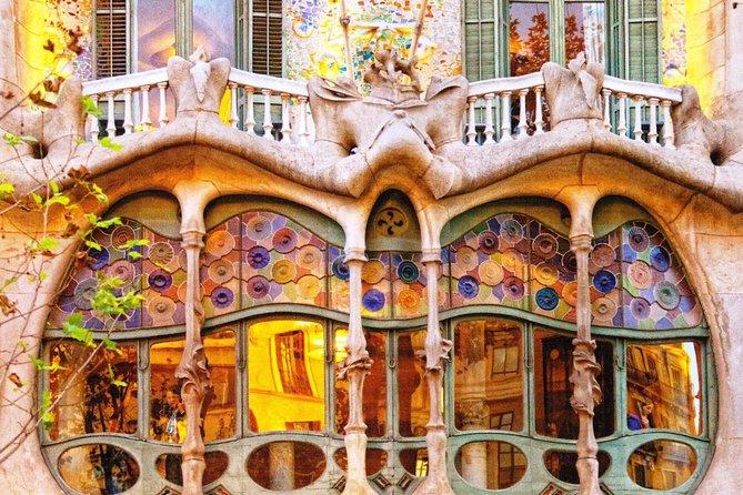 Sailing Experience, Sagrada Familia and Casa Battló Small Group Tour