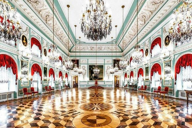 Private Tour of Hermitage and Peterhof Parks with Grand Palace in St Petersburg