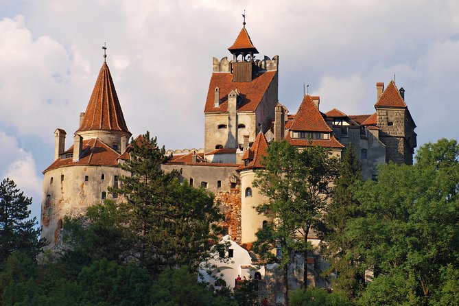 Day Trip Through Brasov in Transylvania and Bran, Peles, and Rasnov Castles